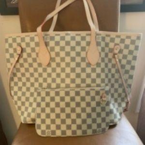 Louis Vuitton should bag size MM